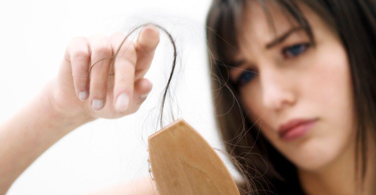 O que faz cair o cabelo feminino