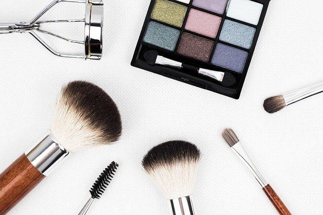 Perigos domésticos: produtos de beleza representam perigos para as crianças